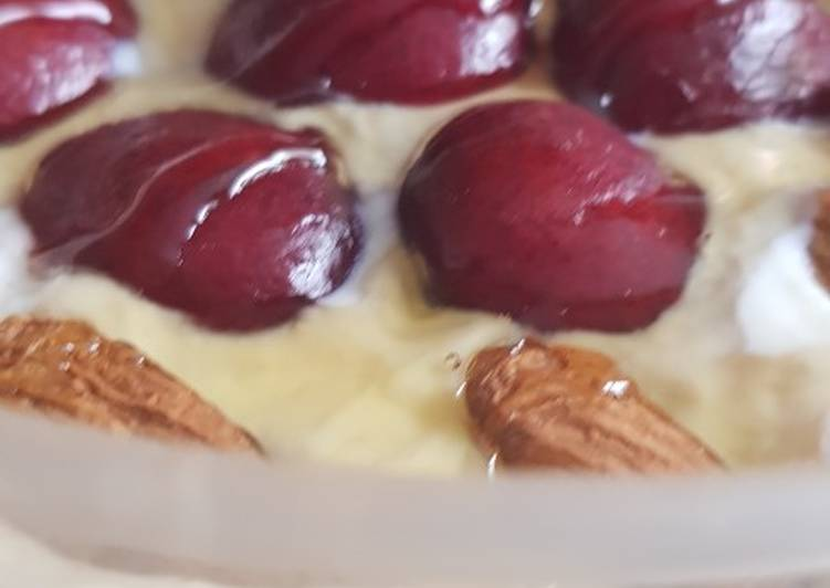 Vegan cherry bakewell overnight oats