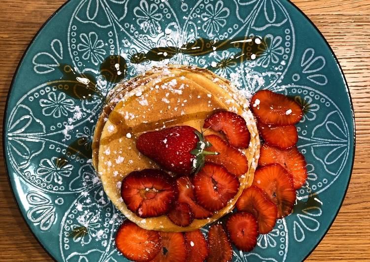 Pancake fragole sciroppo d'acero e nutella