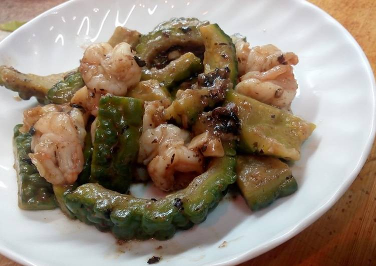 Simple Way to Prepare Ultimate Stir - Fry Bitter Cucumber and Shrimp in Black Bean