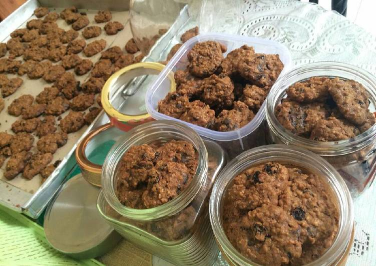 Kurma, Raisin, Chocolate Oatmeal Cookies