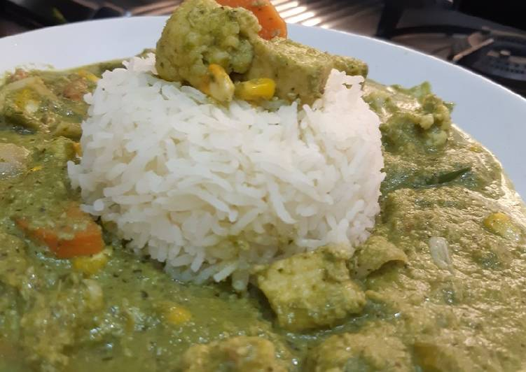 Green Thai Curry With Steamed Rice