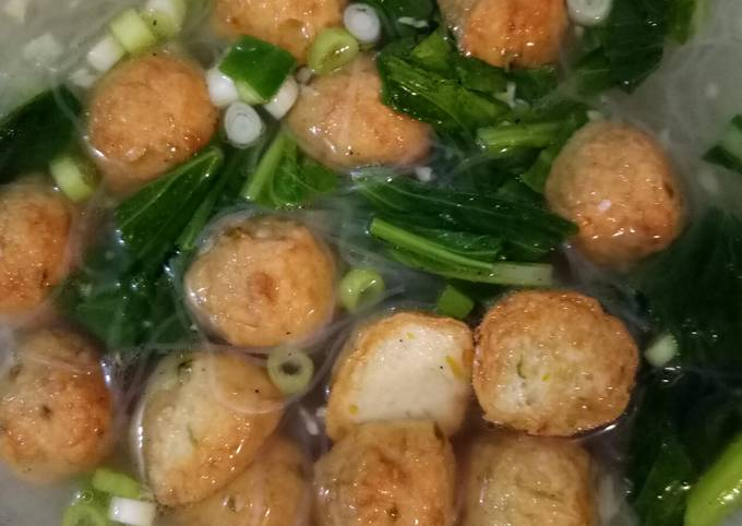 194. Sop bakso ikan goreng