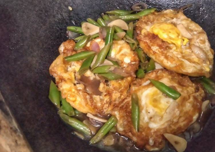 Sunny Side Up Eggs and Green Beans in Butter Sauce