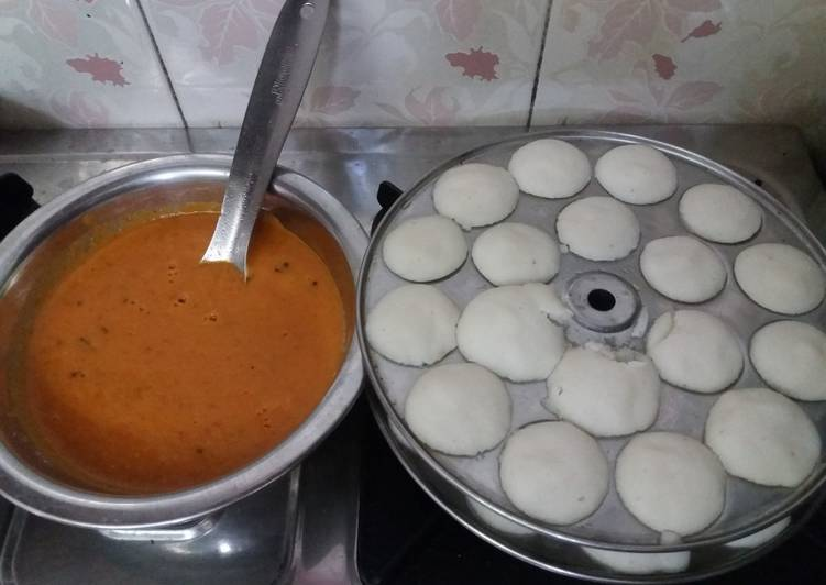 Recipe of Homemade Mini idlis and tomato chutney kids favourite dish