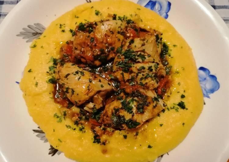 Polenta con pollo in umido