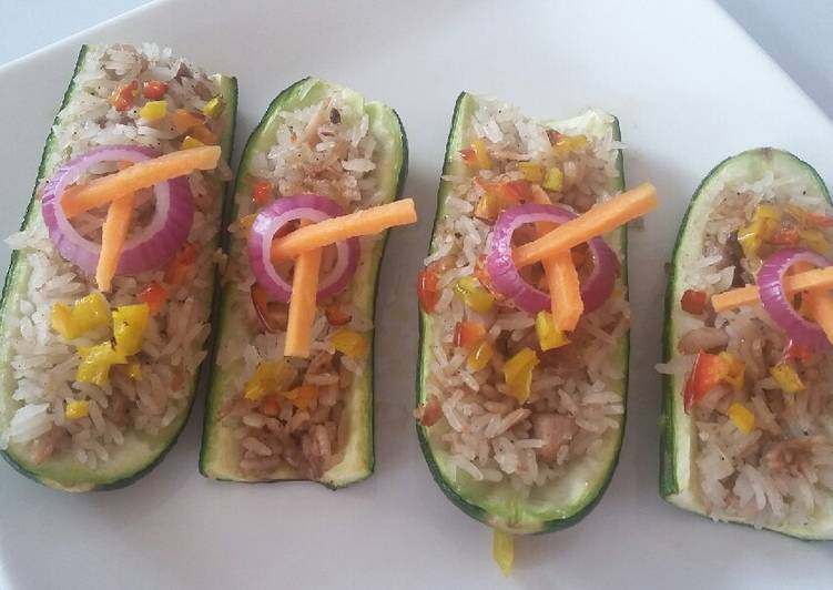 Zucchini stuffed with chicken rice