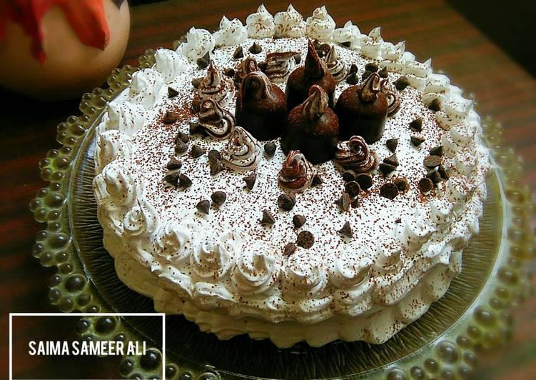 Chocolate sponge cake in pateela on stove