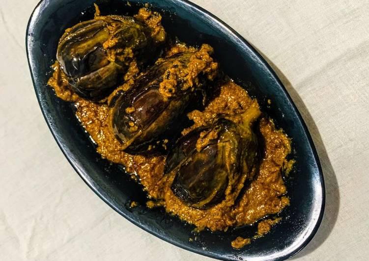 Recipe of Speedy Badanekayi Yennegayi stuffed brinjal curry