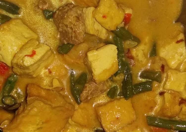 Gulai daging sapi, tahu dan kacang panjang