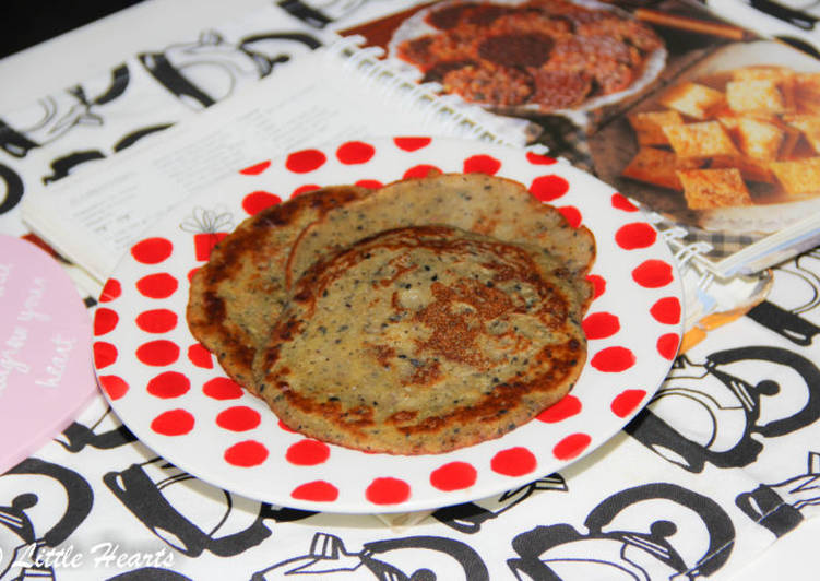 Recipe of Favorite Instant Pazham Dosa / Indian Style Instant Sesame Banana Pancakes