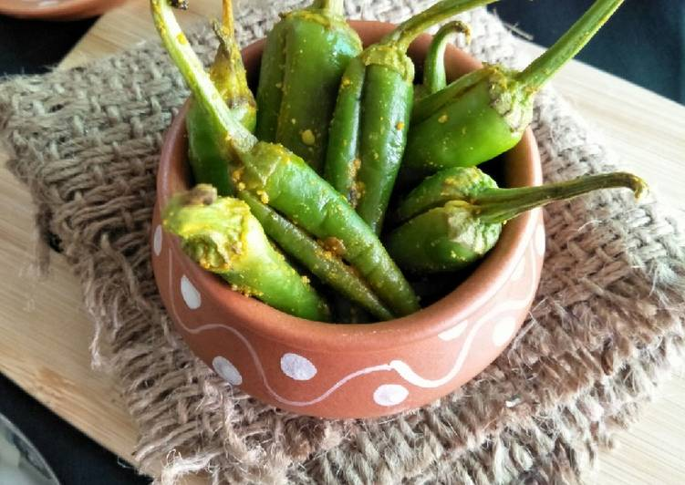 Vadhwaani Marchaa Na Athaanu (Green Chillies Pickle)