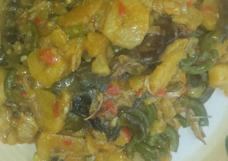 Unripe plantain and Akidi beans porridge