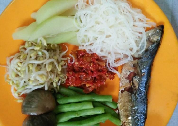 Ikan Laut Lalap Sayur (Menu Makan Siang Sehat)