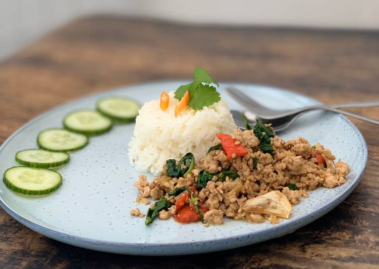 Recipe of Award-winning Minced pork stir-fry with basil and chillies