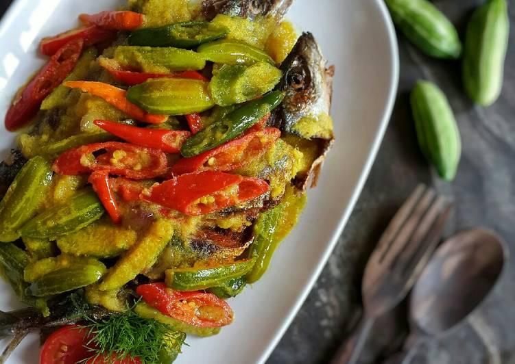 Ikan Goreng Siram Acar Kuning