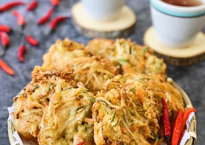 Bakwan Sayur Renyah (Crunchy Indonesian Vegetables Fritters)