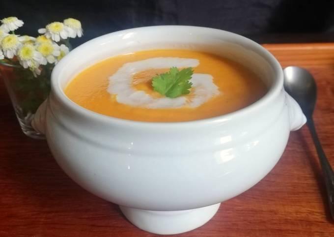 Soupe de carotte, curry et lait de coco