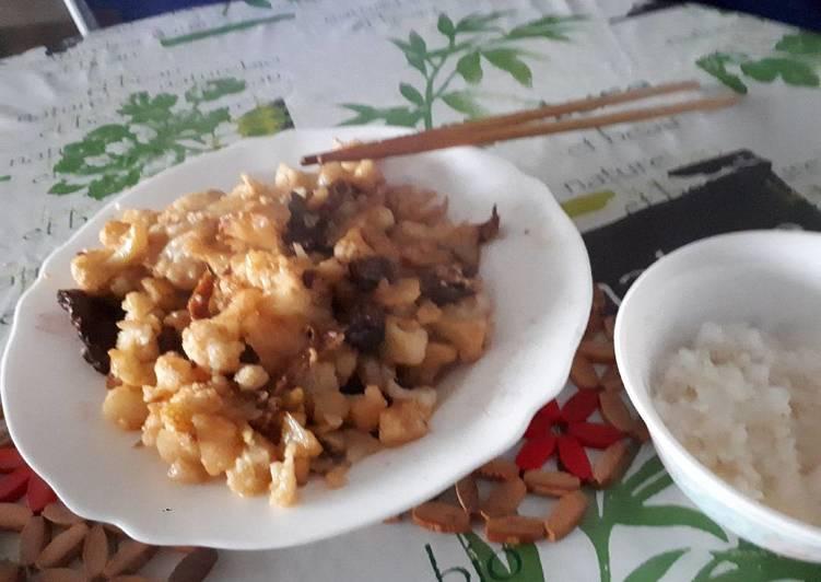 La Délicieuse Recette du Chou fleur sauté à la viande de porc marinée à la sauce de soja