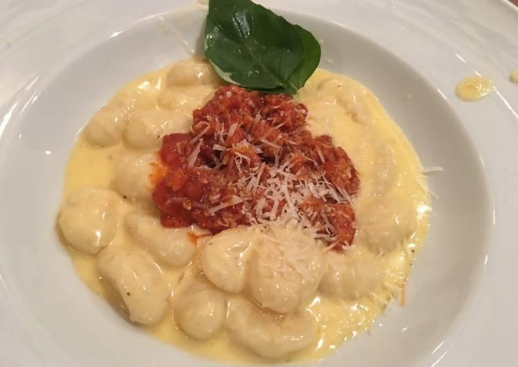Gnocchi con salsa de 4 quesos y Ragú de chorizo