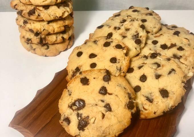 Cookies aux pépites de chocolat, amandes concassées et fourrés au Nutella🍫❤️