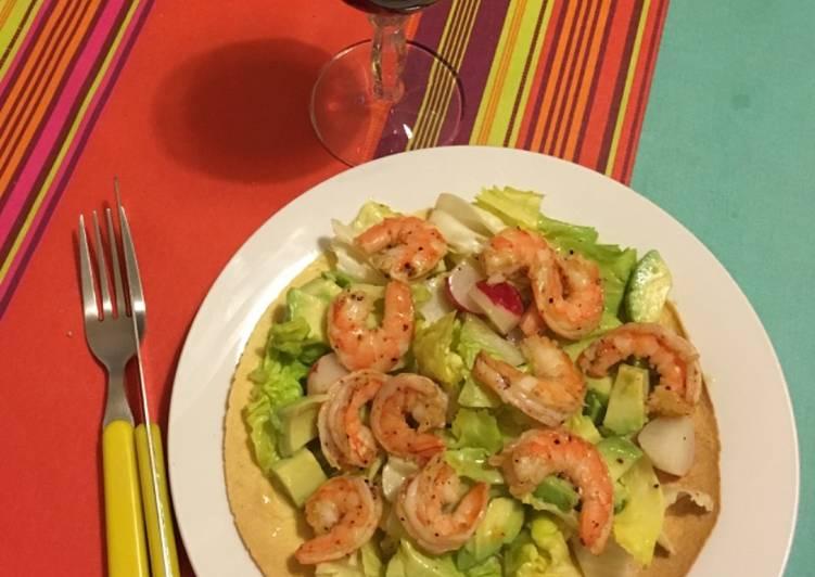 recette Tortilla de maïs crudités et crevettes épicées le délicieux