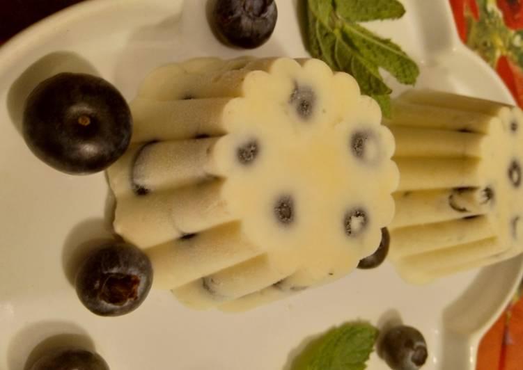 Blaubeer-Minze-Zitronen-Eisparfait