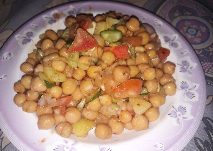 Healthy oil free vegetables. Protein carbohydrates complete meal in 1 dish chana chat