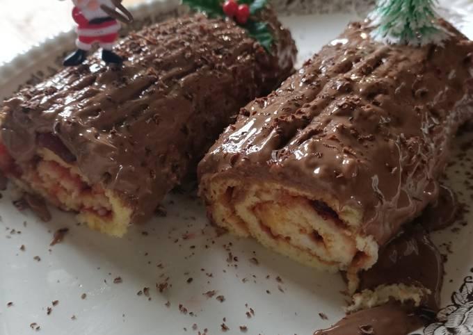 Roulé fraise choco-noisette façon bûche de Noël