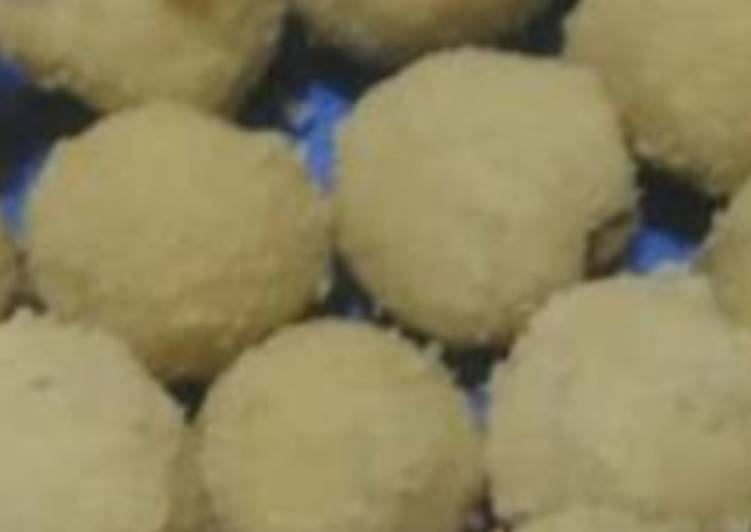 Wheat and Coconut Ladoo