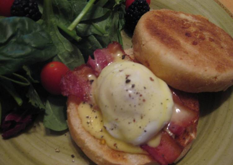 Steps to Make Speedy Easy Eggs Benedict