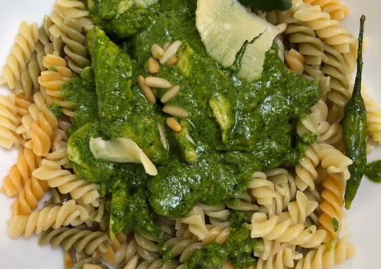 Pesto pasta (chicken version)