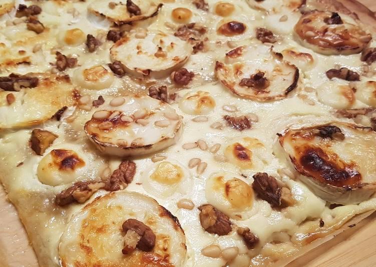 Comment Servir Pizza chèvre miel pignon et mozzarella