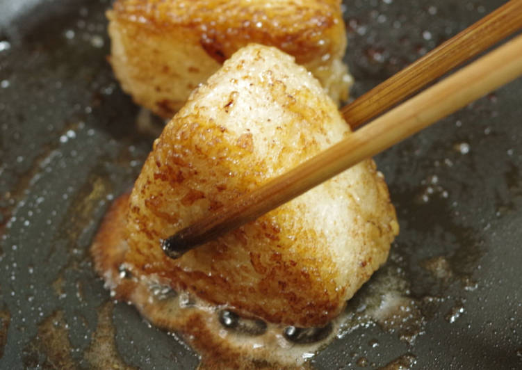 Sauteed rice ball, with oil and soy sauce
