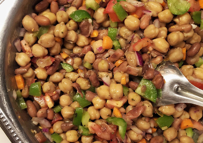 Chickpeas and kidney beans salad