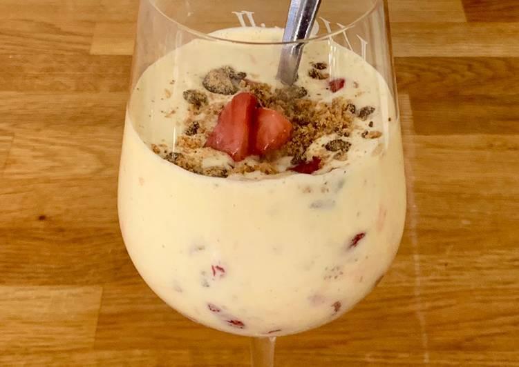 Vanilla milkshake with roasted strawberries