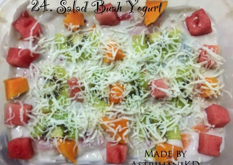 24. Salad Buah Yogurt