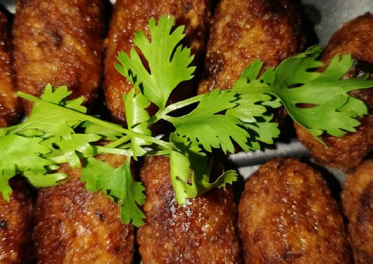 Achari chicken fritters