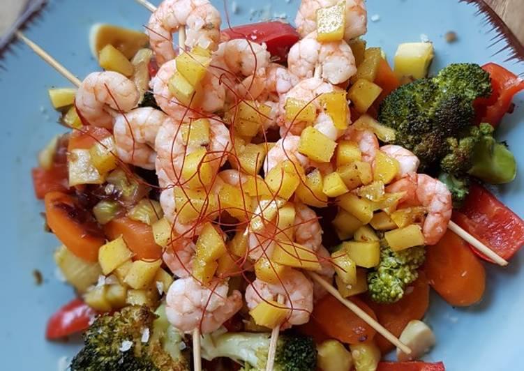 Karamellisiertes Gemüse mit Scampi an Mango-Chilli-Würfeln