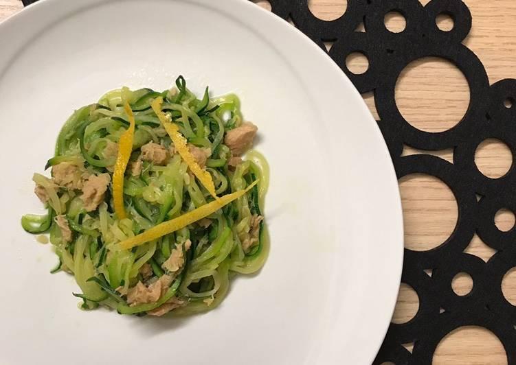 Spaghetti di zucchine con tonno al profumo di limone