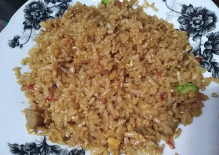 Panduan Menyiapkan Nasi goreng simpel Top Enaknya