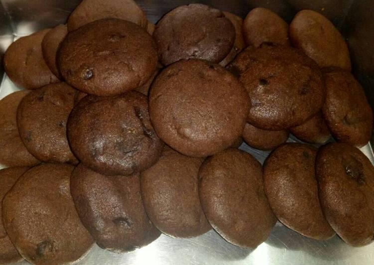 Coklat monster cookies