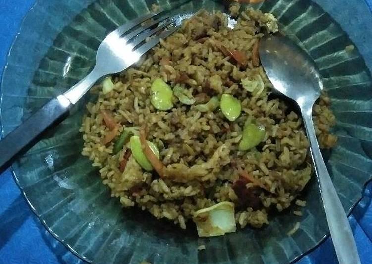 Langkah Mudah untuk Membuat Nasi goreng spesial petai lada hitam balado ala Eko Harjo, Bisa Manjain Lidah