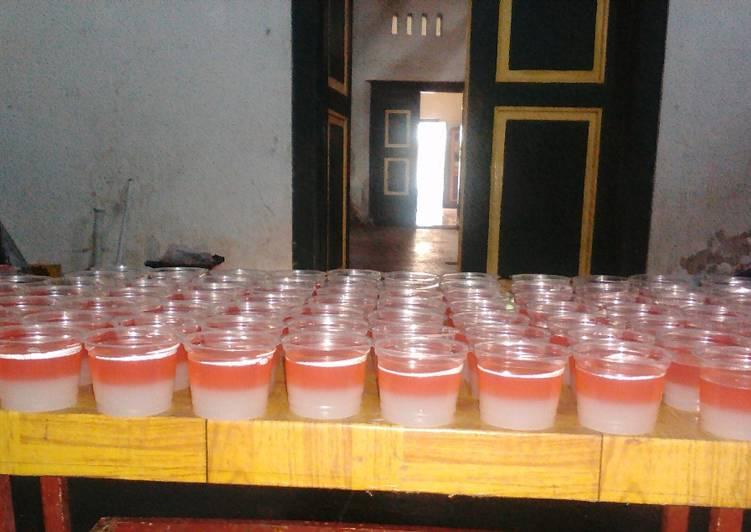 Agar -agar strowbery merah putih 200pcs (recomend takjil)
