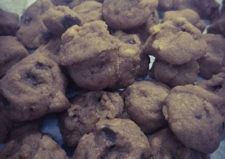 Biskut Mix coklat chip & badam