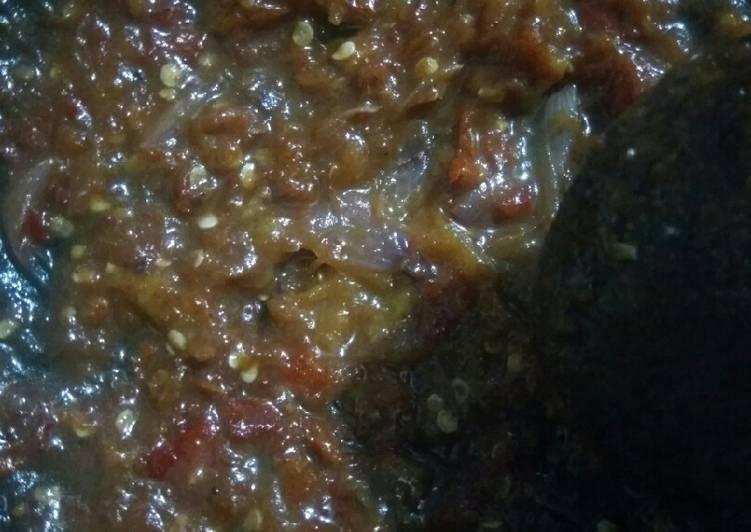 Sambal uleg tomat trasi