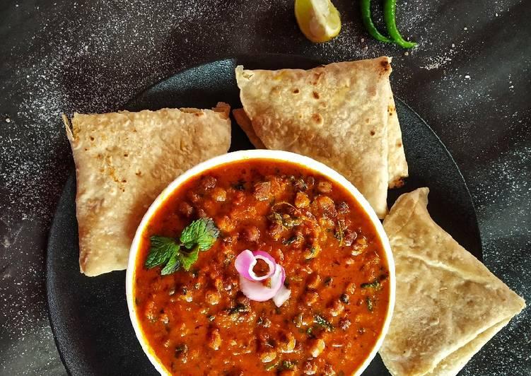 How to Prepare Perfect Kala Chana Curry