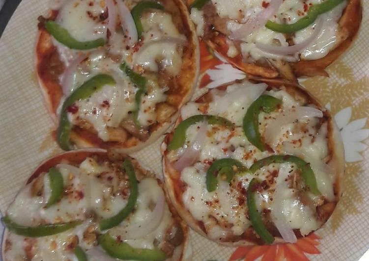 Mini chicken tikka pizza