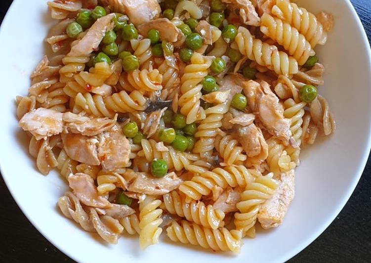 Sweet Chilli Salmon with Pasta and Peas