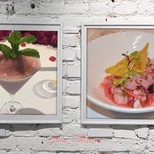Cóctel Daiquiri de fresa y ceviche de pescado con frutos rojos