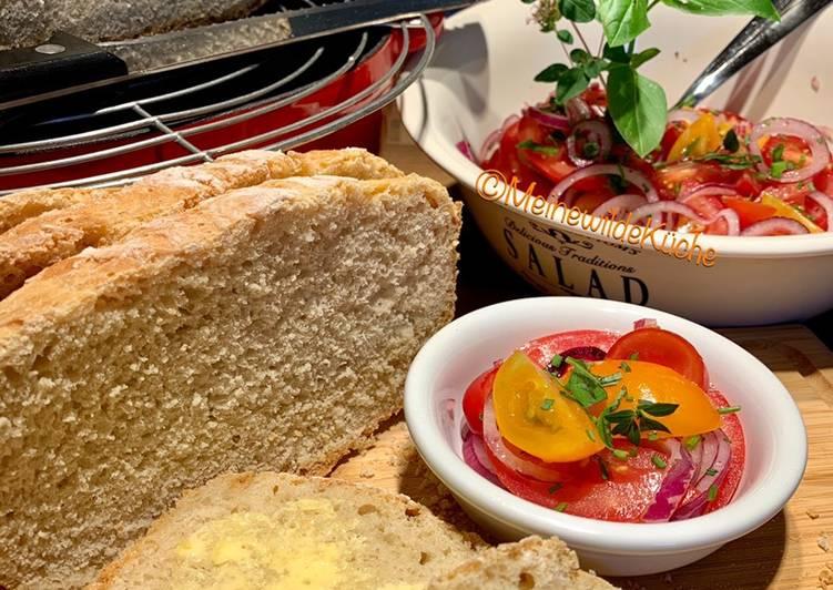 Tomatensalat und Weizenbrot
